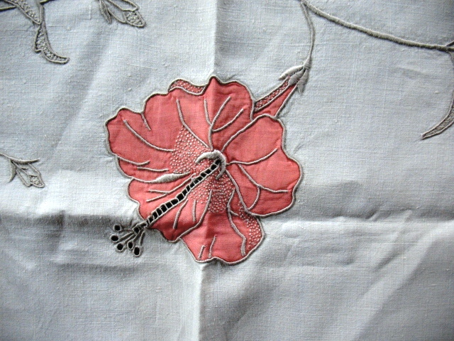 A close-up of the Hibiscus pattern. Photos do not do justice to this exquisite needlework.