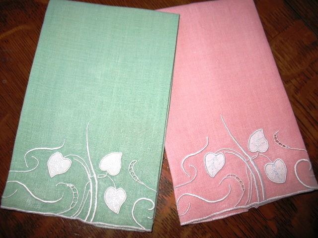Two fingertip towels in the Water Leaf pattern.
