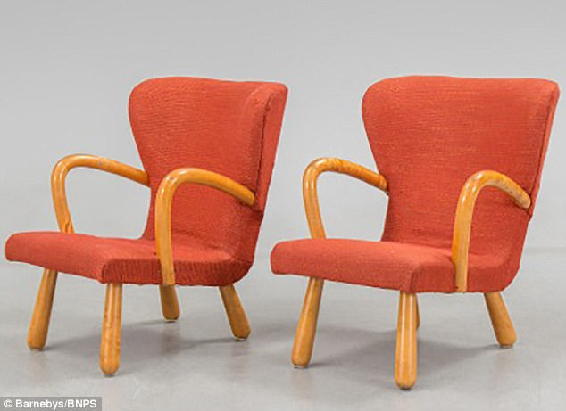 clam chairs